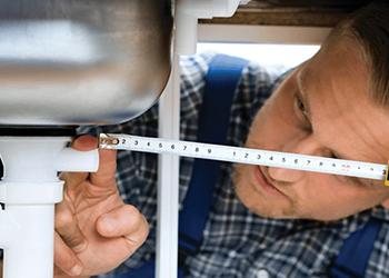 Dnes je Světový den instalatérů. Oboru pomáháme projektem Wavin do škol